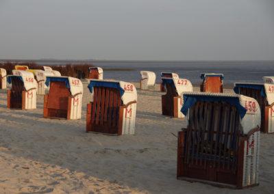Strandkörbe am Morgen