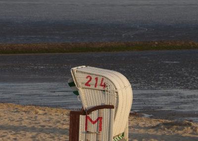 Strandkorb bei Sonnenaufgang
